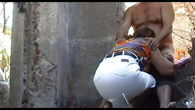 गलफुला गोरा उसे मूवी सेक्सी वीडियो में शराबी छेद के साथ उसके पूरे पेट पर छेद हो जाता है