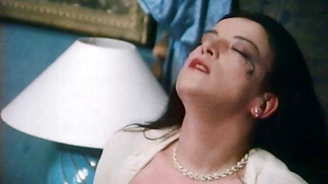 आखिरी सांस में, अपनी हथेली से उसकी चूत पर लगभग चेतना और पिज़्डीयुलिन खोना, सेक्सी मूवी मूवी हिंदी में गुदा आक्रमण को झेलता है