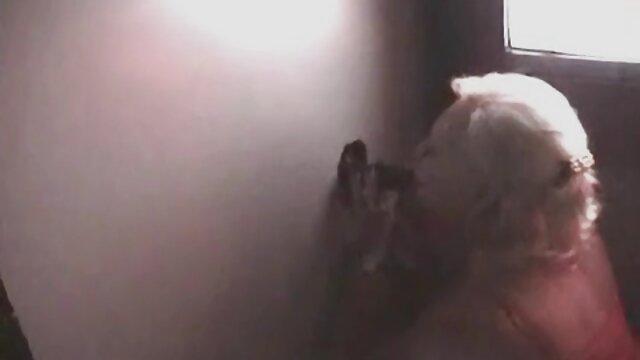 एक शराबी सामूहिक किसान ने अपनी पैंटी उतार दी हिंदी में सेक्सी मूवी वीडियो में और एक सोवियत शैंपेन से 0.7 की बोतल की गर्दन पर अपनी नग्न चूत के साथ बैठ गया।