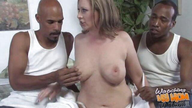 समुद्र तट पर नग्न बिल्ली के साथ बैठकर गर्भवती सेक्स की मूवी हिंदी में न्यडिस्ट कैमरे में कैद हुई