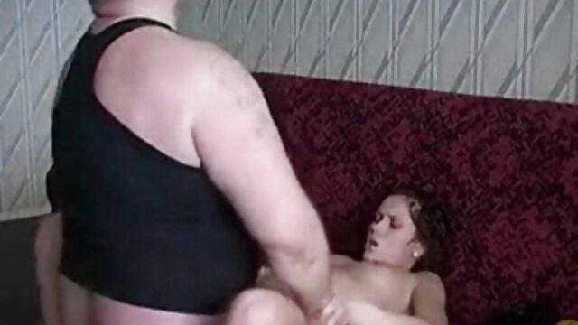 एक वयस्क पुरुष किसी तरह की महिला की खातिर एक युवा मालकिन को छोड़ देता है और वह इससे बहुत आहत होती है और यह पता लगाना चाहती है कि वह बुढ़िया बिस्तर में उससे सेक्सी हिंदी मूवी में बेहतर क्यों है और जब वह अपने सुंदर स्तन देखती है और कितनी चालाकी से अपने लिंग का प्रबंधन करती है, तो वह समझती है कि उसने सौंदर्य नहीं बल्कि एक अच्छा अनुभव चुना है। लिंग