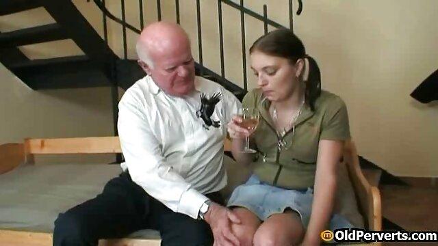 एक फुल सेक्सी मूवी हिंदी में युवा नानी, मालिक की पत्नी के प्रस्थान की प्रतीक्षा कर रही थी, उसने अपने नियोक्ता को बहकाया
