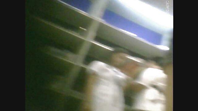 बूढ़ी नौकरानी काले समुद्र के एक होटल में दो युवा लोगों द्वारा बिल्ली में मूवी सेक्सी वीडियो में पकड़ी गई