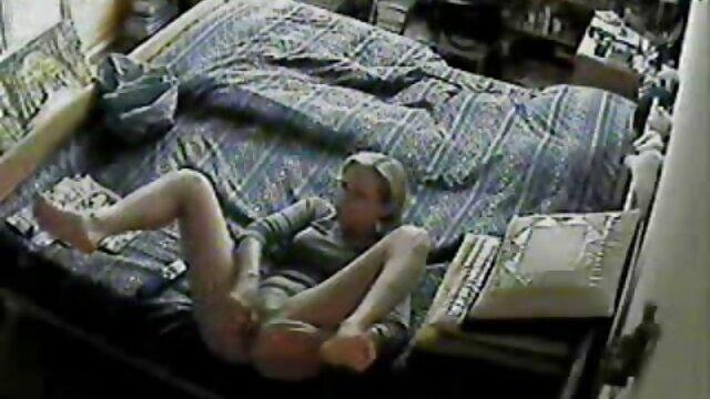 समलैंगिक भगशेफ छेदा और फुल सेक्सी फिल्म वीडियो में संभोग साथी हाथ पकड़ता है