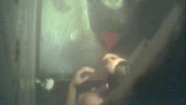 लोचदार स्तन और गोल पुजारियों के साथ सुंदरियों पर थपथपाते हुए, मोटे त्रिशंकु के सेक्सी मूवी फिल्म हिंदी में साथ चींटियों को चीर दें